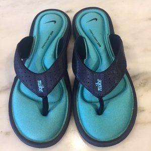 Nike comfort footbed blue flip flops size 8
